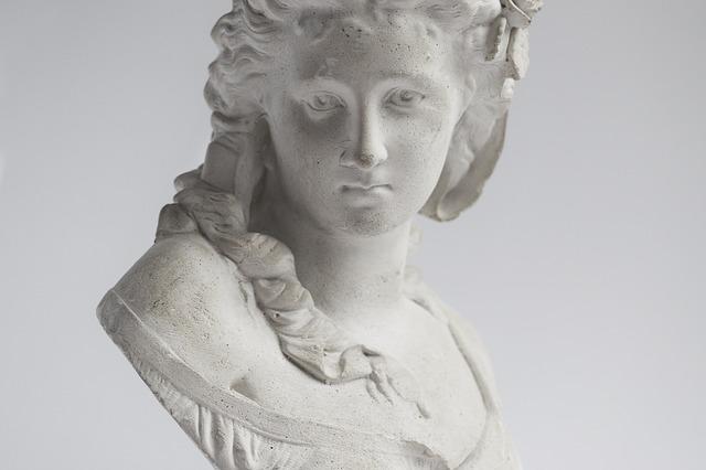 hlava sochy