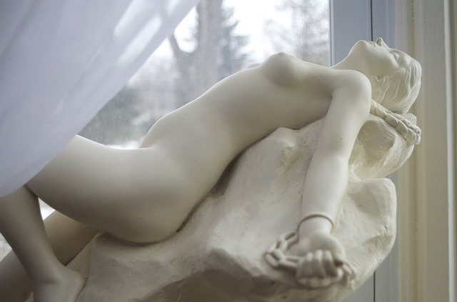 nahá socha