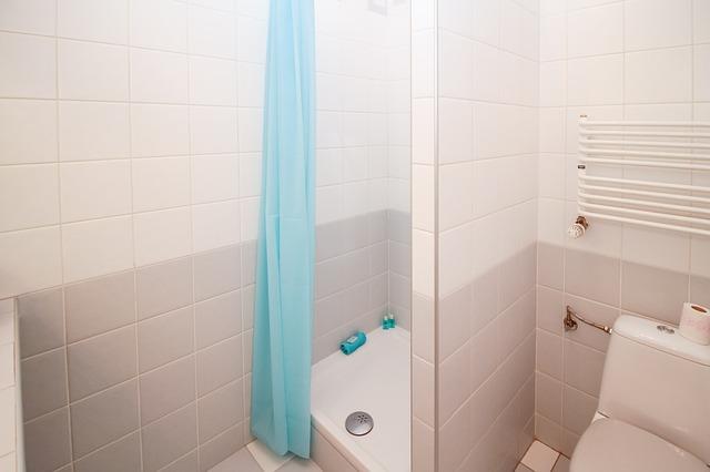 sprcha v malé koupelně
